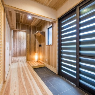 適材適所に収納のあるシンプルな和風切妻の家