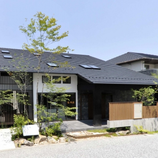 【マリモハウス】暮らしに文化を伝承する癒しの家 「大屋根の和モダン」