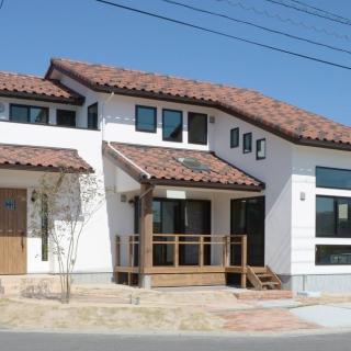 【マリモハウス】ウッドデッキと大屋根の和モダン