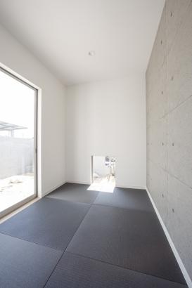 モノトーン調の斬新なデザインの和室