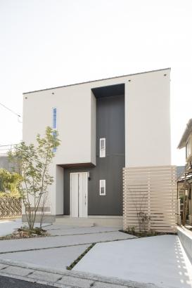 珪藻土の塗壁、無垢素材の質感が包む快適空間の家!!