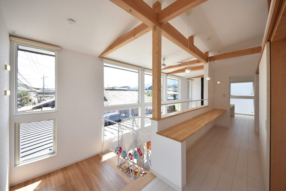 子ども室・主寝室に共通して、ロフト収納を設置