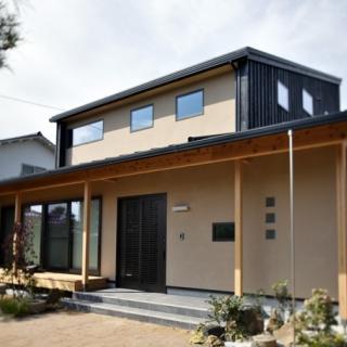 屋根一体型ソーラーパネルを搭載した環境にも健康にも優しい和モダンパッシブ・デザインハウス