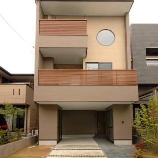 新しい3階建てのカタチ・エコな木の家