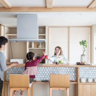 自然の力で家全体を効率的に暖め、冷やす 性能の高い家をリーズナブルに実現