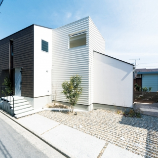 白黒コントラストの家