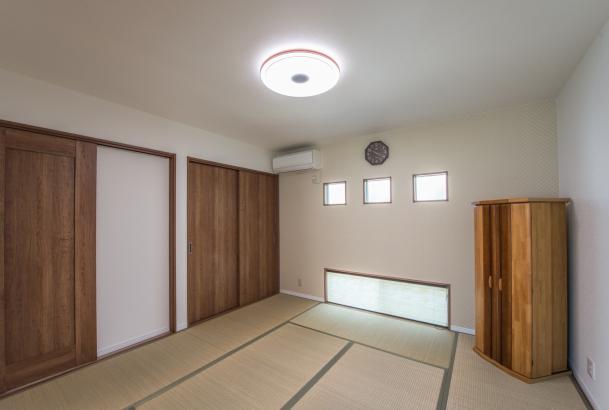 リビングとつながった空間として広く使える和室