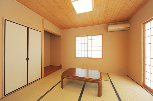 仏壇を置くためのスペースを設けた和室