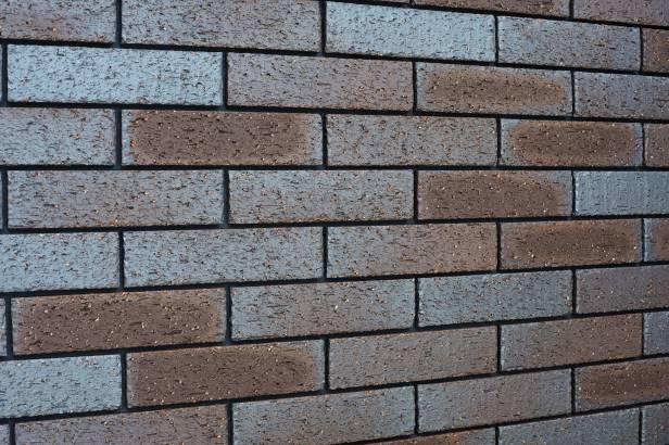 重厚感がある全面タイルの壁面は汚れに強く美しさも長持ち