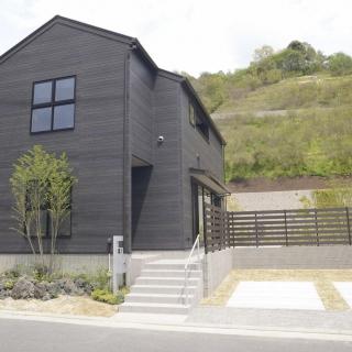 グレイッシュトーンを基調としたスタイリッシュなデザインの長期優良住宅