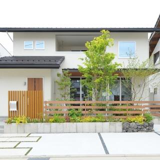シンプルながら素材・造形にこだわった家