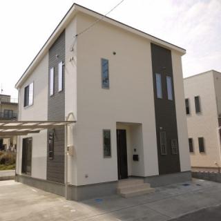 収納スペースと続き間の和室、リビング階段のお家