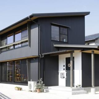 38平方メートルの視界広々リビングを備えた 家族に寄り添い変化してゆく家
