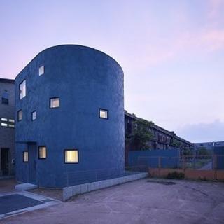 広々空間を木造+鉄骨梁で実現。 光舞台のあるあたたかな丸い家