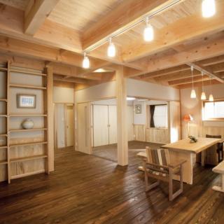 LDK一体型重厚感のある自然素材の家