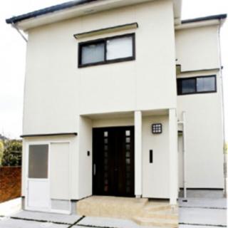 自然素材の シンプルモダンな家