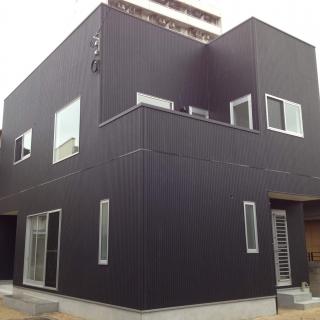 黒いハコの家