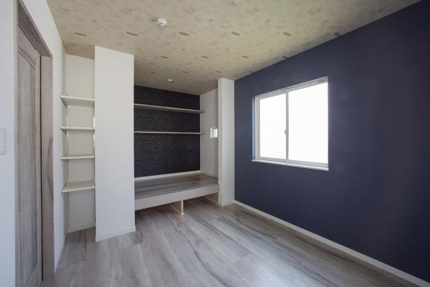 2階洋室、収納も充実