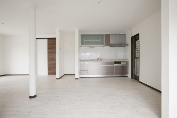 古い和室を撤去して広々としたダイニングキッチンにしました♪