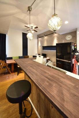 カウンターで飲食ができるカフェスタイルのキッチンカウンター♪♪ホームパーティーにも大活躍!!