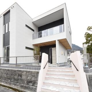 モノトーン・シンプルデザインの家