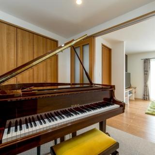 グランドピアノのある家