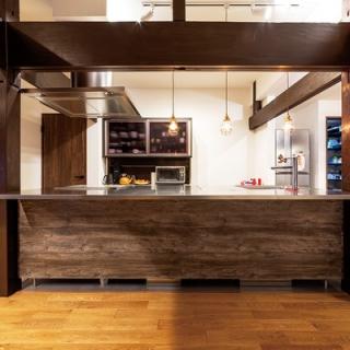 見事な梁や柱を活用し、快適和モダン空間で機能的に暮らせる家に