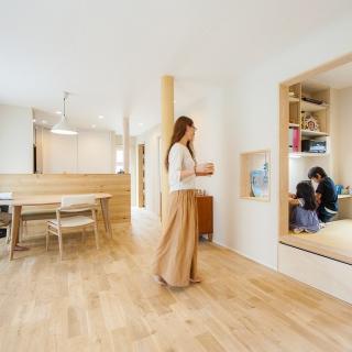 自然の優しい恩恵を受けて家族が温かく快適に暮らせる家