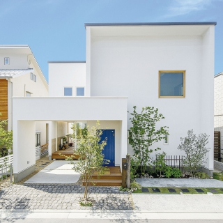 真っ白な北欧風デザインの家