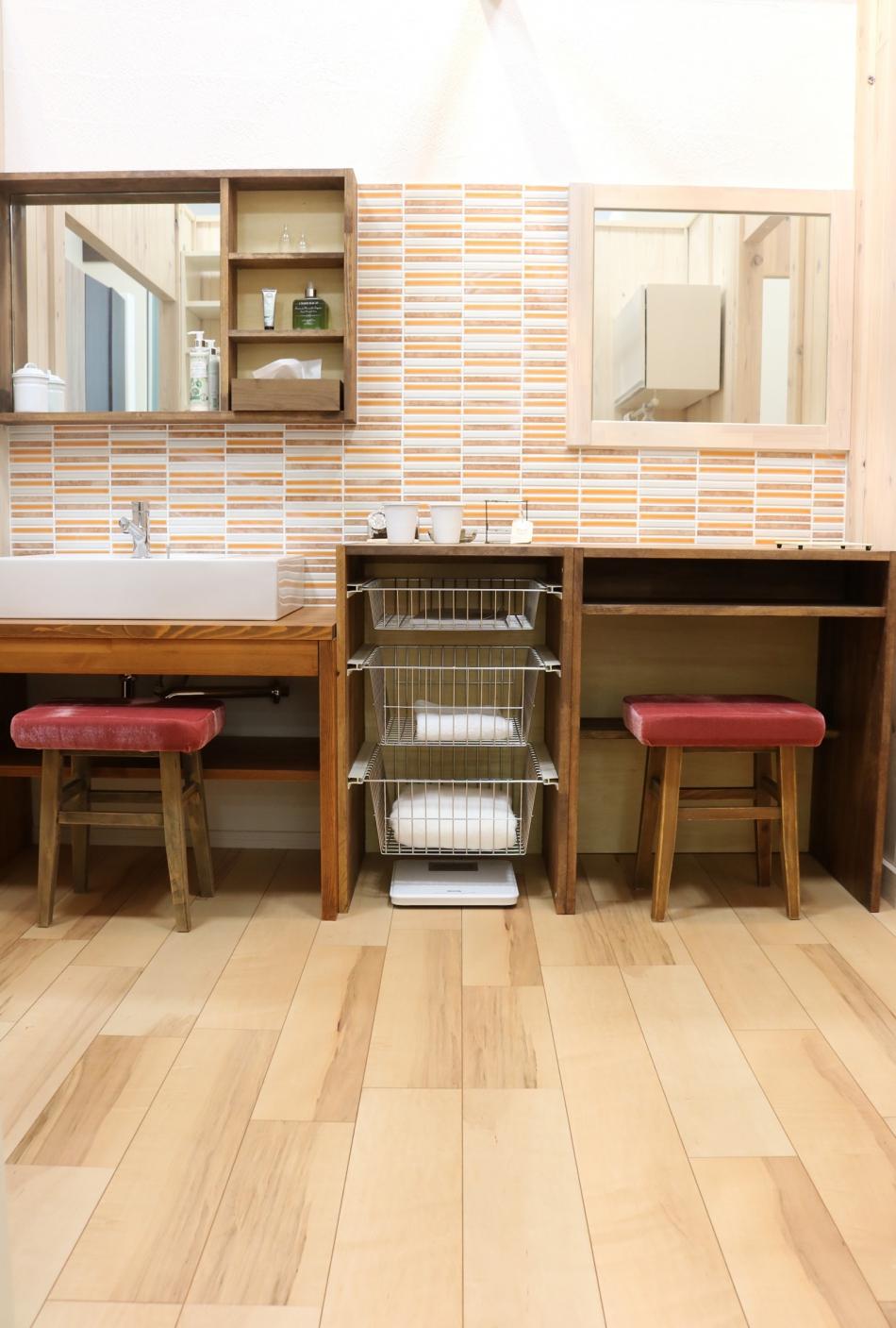 オリジナルの洗面台なども造作している提案型のショールームです