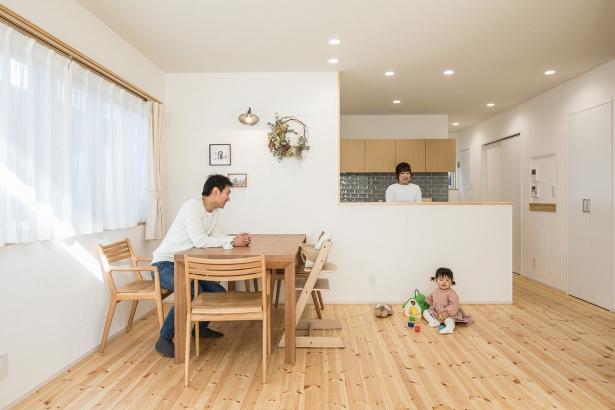家族がつながる対面キッチン