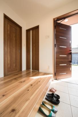 木のぬくもりがあふれる玄関