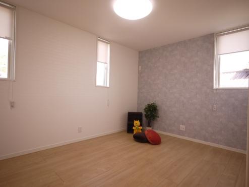 洋室6帖こちらのお部屋には窓が3カ所、高さ、デザイン、設置位置、などを考えてプランニング。