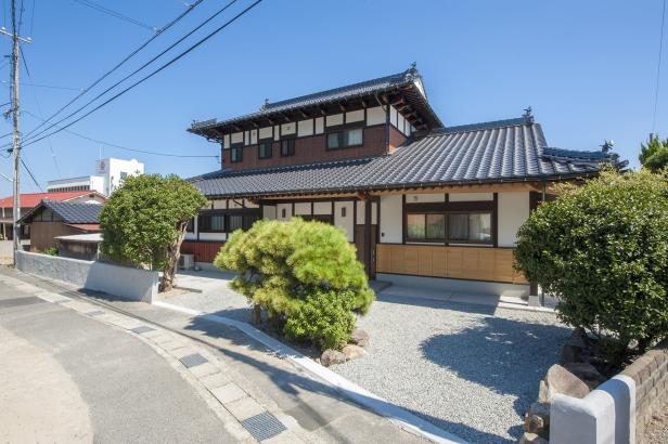 日本建築ならではの重厚感をもつ外観
