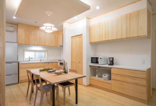 木材加工会社がつくるキッチン。 木の暖かみを感じれるキッチンです☆