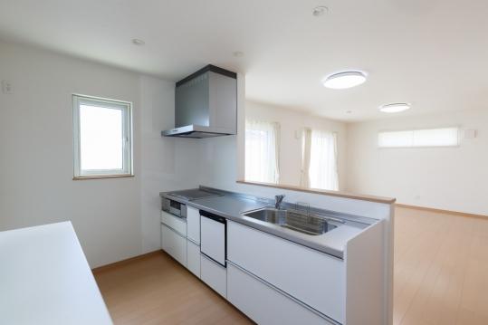 白で統一したキッチンは清潔感満点です。